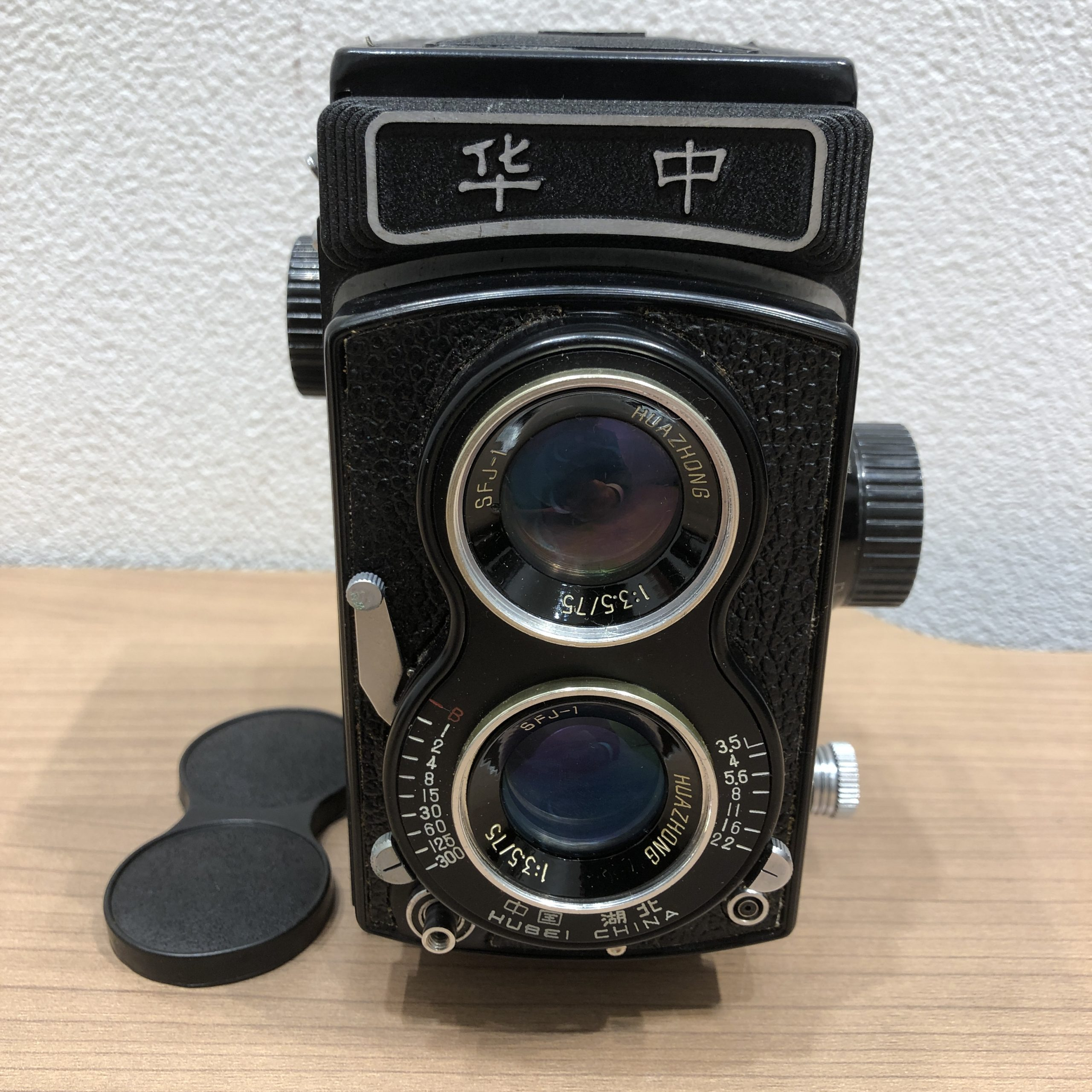 古い二眼レフカメラ